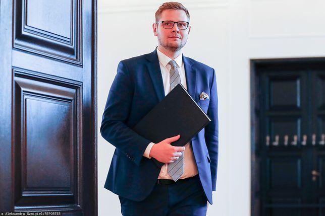 Minister środowiska Michał Woś był pierwszym politykiem w rządzie, u którego potwierdzono koronawirusa