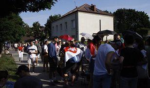 Trwają wybory na Białorusi. Przed ambasadą w Warszawie ustawiła się długa kolejka