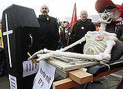 "PO: ""67 lat = bezpieczna emerytura""; PSL promuje swoje zasługi"