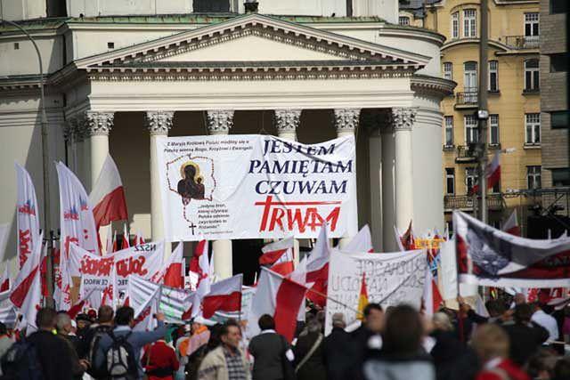 """""""Pogarda zdrajcom"""" - tłumy na ulicach Warszawy - zdjęcia"""