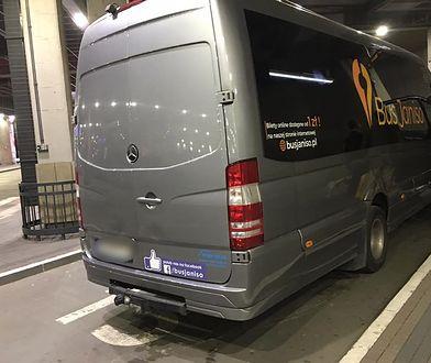 Kierowca tego busa odmówił przewiezienia niewidomej z psem przewodnikiem