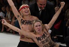 Nagie działaczki Femenu zakłóciły pokaz mody w Paryżu