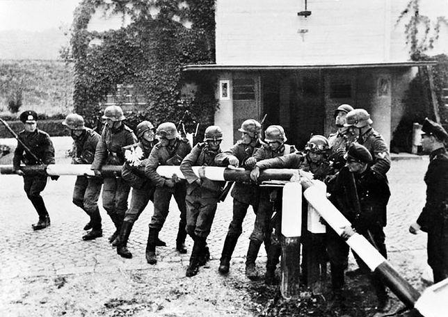 Łamanie szlabanu granicznego przez żołnierzy niemieckiej armii