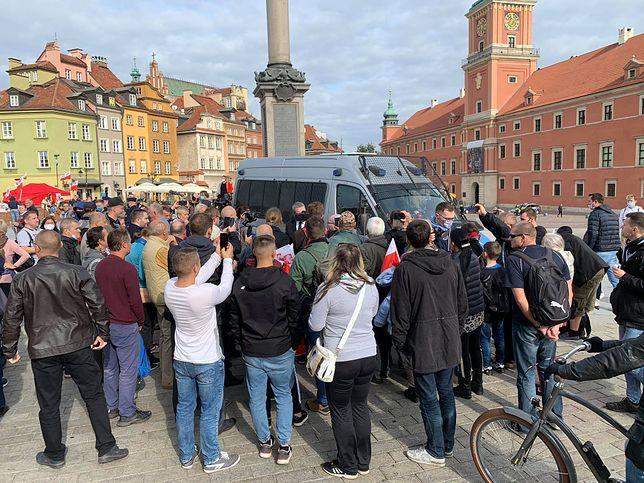 Warszawa. Policja informowała protestujących o obowiązujących zasadach