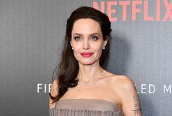 Angelina Jolie w poplamionej sukni! Bycie mamą bywa trudne