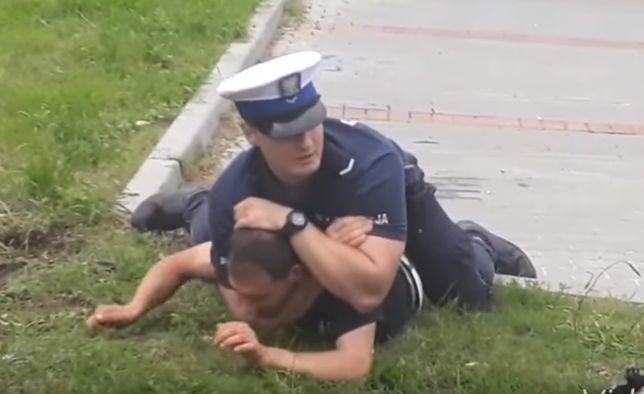 Brutalna interwencja policjanta w Bytowie. Wszystko nagrał przypadkowy świadek