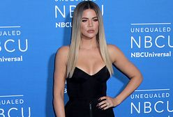 Khloé Kardashian chwali się ciałem po ciąży. Pozuje w skąpym stroju