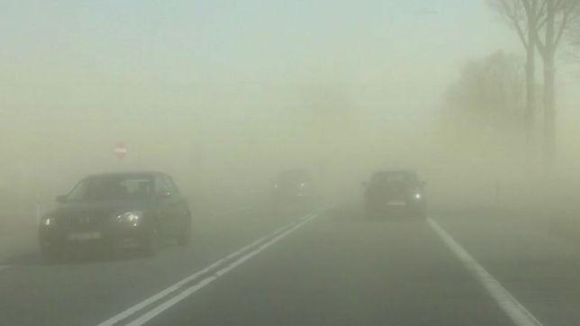 Burze piaskowe w całej Polsce. Uwaga na drogach! Są już wypadki