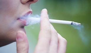 Uzależnieni od dymu. Co roku z powodu palenia papierosów umiera 67 tys. Polaków