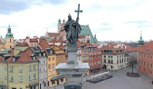 Koronawirus w Warszawie. Wymarłe centrum miasta i... zatłoczony bazarek