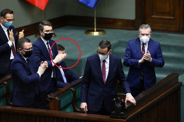 Burzliwe obrady Sejmu. Oklaski na stojąco dla Morawieckiego, Ziobro ze spuszczoną głową
