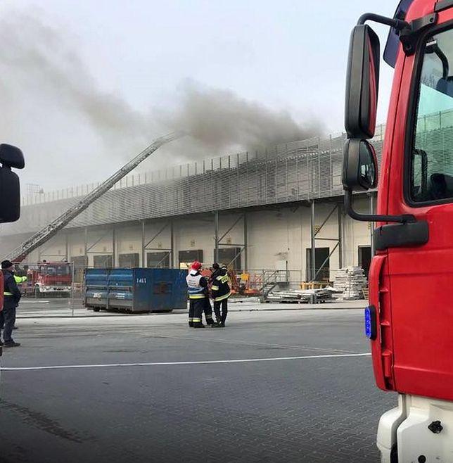 Pożar magazynu w Parzniewie. Akcja strażaków
