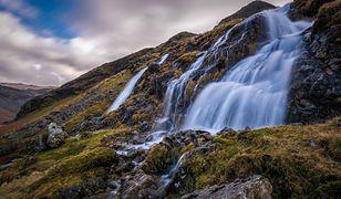 Wielka Brytania - silny wiatr zmienił bieg wodospadu