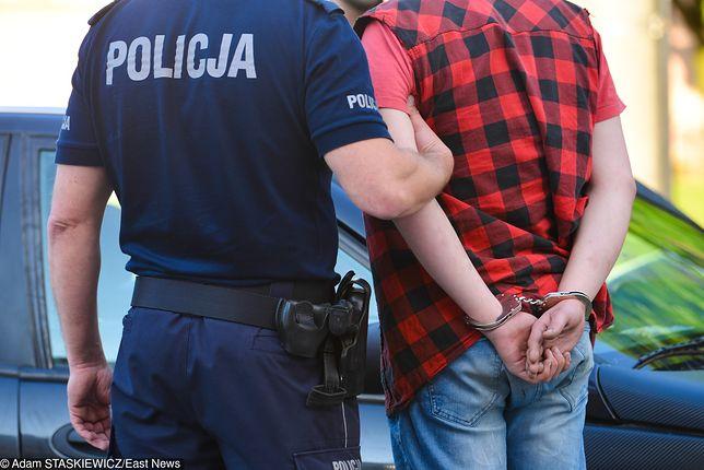 Skatował matkę dwójki małych dzieci w Dzierżoniowie. Sąsiedzi nie reagowali