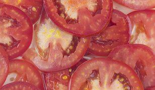Sprawdź, co siedzi w pomidorze. Możesz być zaskoczony!
