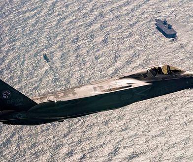 F-35B ponad HMS Queen Elizabet