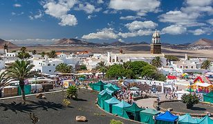 """Lanzarote - wyspa ognia i wody. Często nazywana jest """"wyspą tysiąca wulkanów"""", należy do Wysp Karaibskich i koniecznie trzeba ją odwiedzić."""