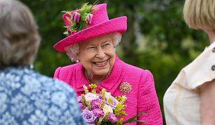 Królowa Elżbieta poznała prawnuczkę. Zobaczyła ją na ekranie