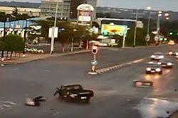 #dziejesiewmoto [193]: wypadł z auta, miażdżący tramwaj i polskie drogi