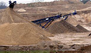 Do rekultywacji nieczynnej kopalni użyto rozdrobnionych części samochodowych