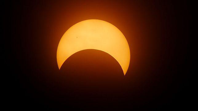 Zaćmienie Słońca 2021 w Polsce. Śledź transmisję online