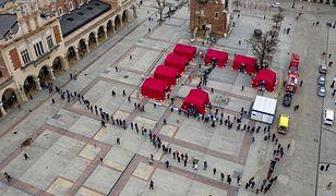 Kraków. Ogromne zainteresowanie szczepieniami. Interweniowało wojsko