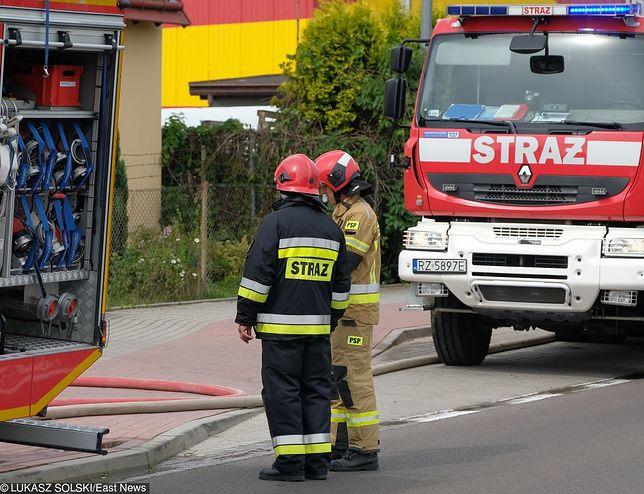 Pożar zakładów drobiarskich w Opolu. Na miejscu pracowało 8 jednostek straży pożarnej