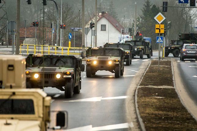Żołnierze amerykańscy przed Centrum Szkolenia Artylerii i Uzbrojenia w Toruniu (fot. archiwum)