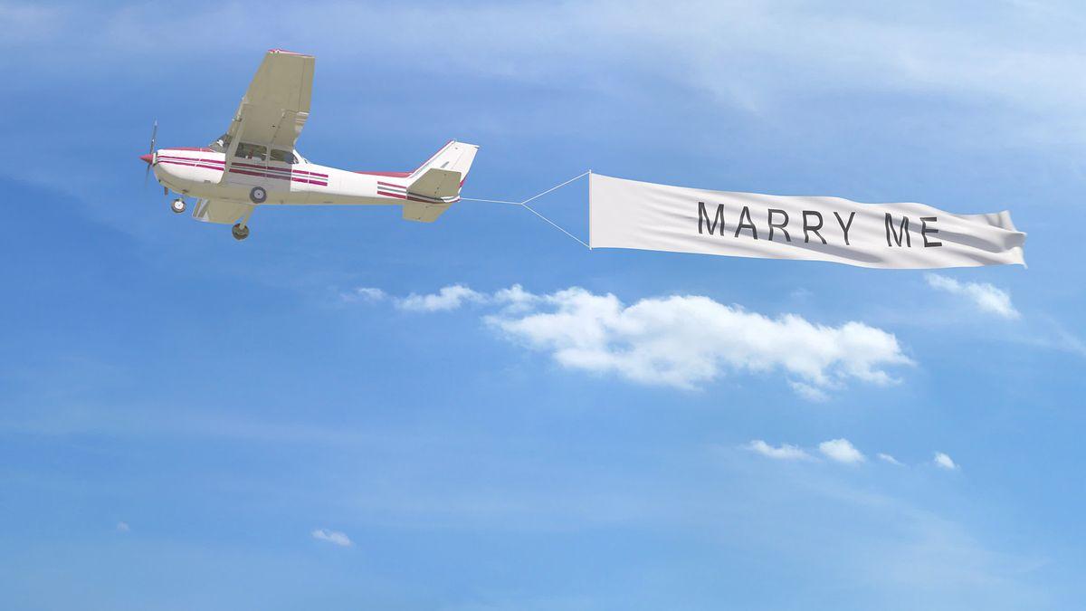 """Kanada. W Montrealu rozbił się samolot z transparentem """"Wyjdziesz za mnie?"""" Pasażer nie przeżył, pilot trafił do szpitala (zdjęcie ilustracyjne)"""