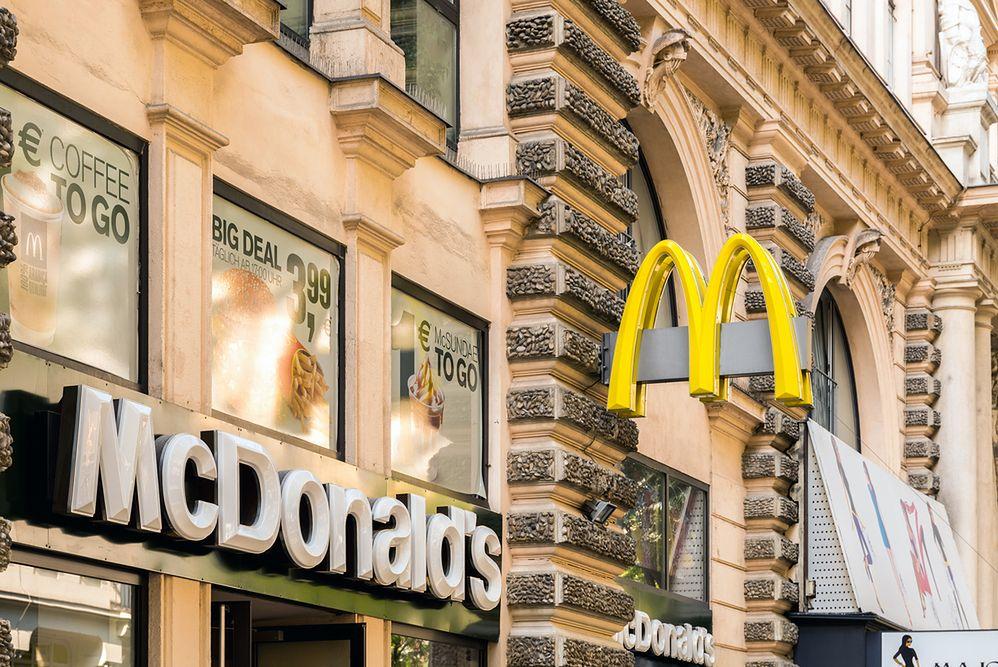 McDonald's jak ambasada. Amerykanie mogą tam szukać pomocy