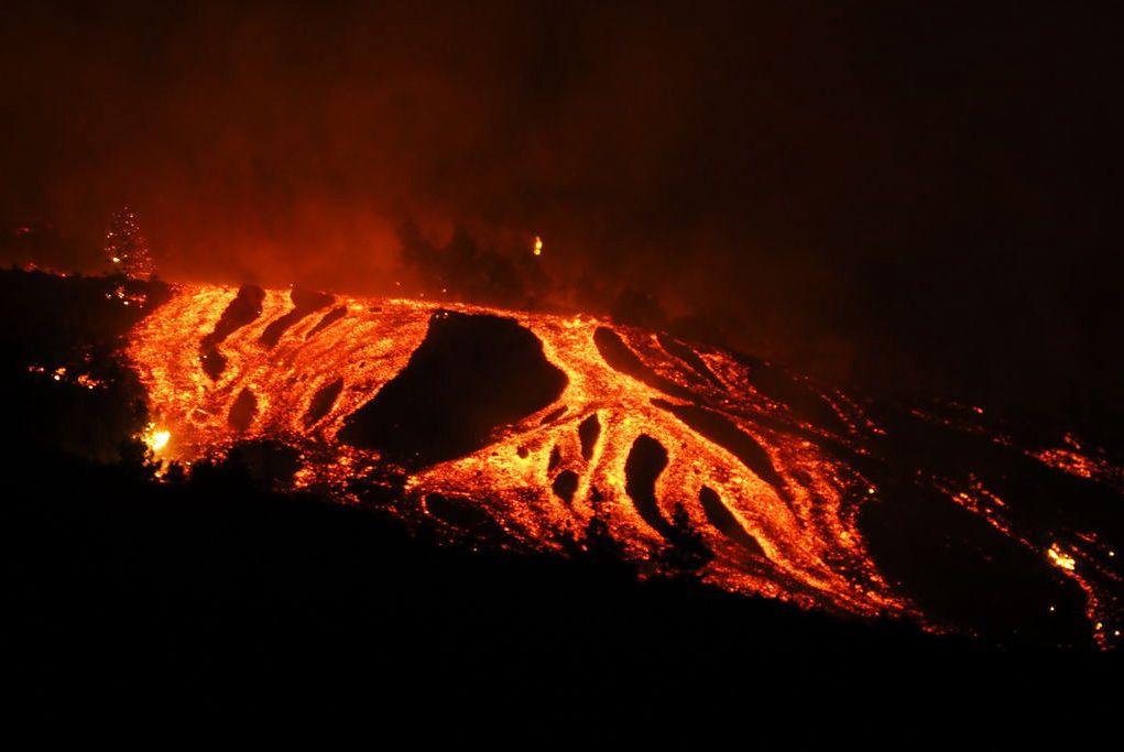 Lawa z wulkanu Cumbre Vieja dotarła do oceanu