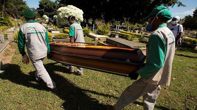 Koronawirus w Brazylii. Pogrzeb ofiary pandemii