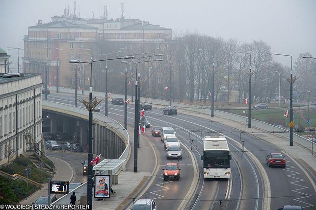 Smog Warszawa - dopuszczalna norma PM10 przekroczona na wszystkich punktach pomiarowych.