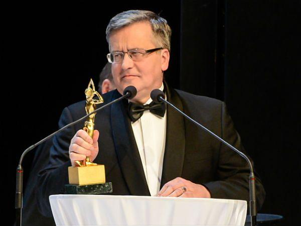 Bronisław Komorowski podczas Gali Liderów Polskiego Biznesu 2015. Prezydent odebrał Nagrodę Specjalną
