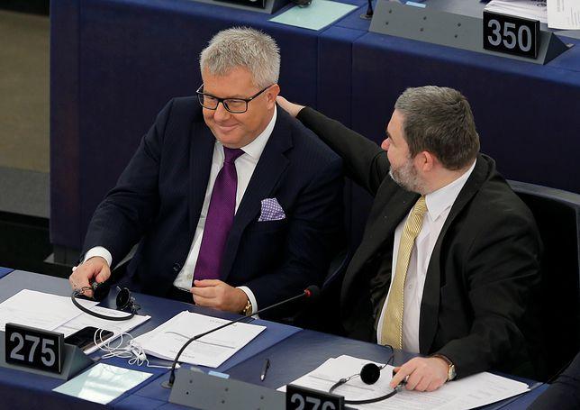 Dariusz Rosati krytykuje polityków PiS, którzy oszczędności gromadzą w euro