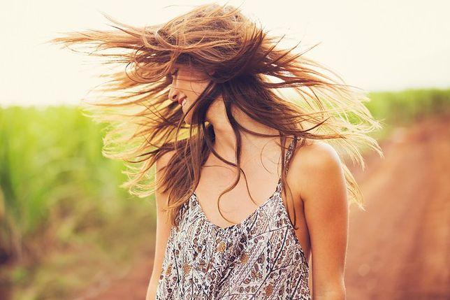 Sposoby pielęgnacji włosów latem. Radzi główny stylista i właściciel marki Shake Your Head