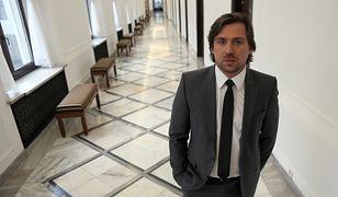 Tomasz Kaczmarek znany jest jako agent Tomek