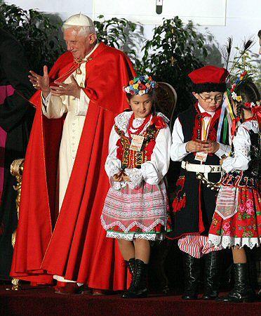 """Benedykt XVI: """"trwajcie mocno w wierze"""""""