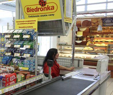 Sieci handlowe biją się o pracowników. Premie w Biedronce to kolejny przykład.