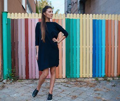 Dresowa sukienka z kieszeniami to uniwersalny model dla każdej sylwetki