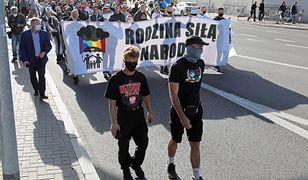 """Białystok. Organizacje narodowców przeszły przez miasto w """"Podlaskim Marszu Normalności"""""""