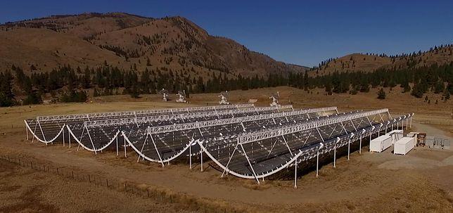 Kanadyjski teleskop CHIME, dzięki któremu zaobserwowane fale