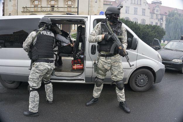 Sondaż CBOS o obawach Polaków przed atakami terrorystycznymi. 59 proc. ocenia, że możliwe jest zagrożenie terroryzmem w kraju