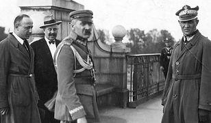 Marszałek Józef Piłsudski przed spotkaniem z prezydentem Stanisławem Wojciechowskim na Moście Poniatowskiego w Warszawie, 12 maja 1926 r.