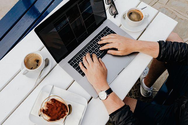 Ponad połowa pracujących z domu ma problemy z oddzielaniem czasu prywatnego i zawodowego