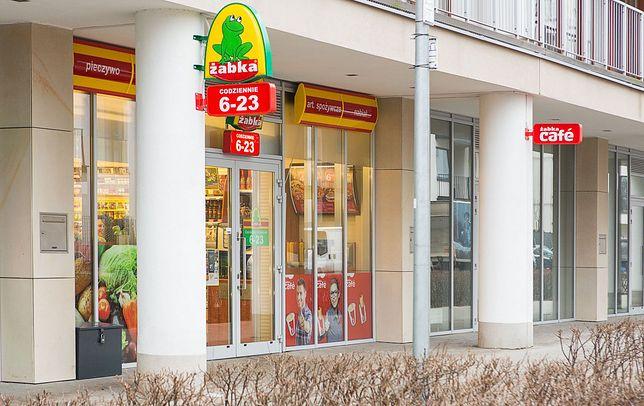 Zakupy zamówione online Poczta będzie mogła zostawić w 450 Żabkach i Freshmarketach.