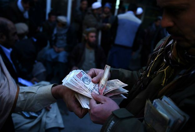 Upadek gospodarczy Afganistanu. W czasie międzynarodowej interwencji sytuacja ekonomiczna nie uległa poprawie, a po jej zakończeniu nastąpiła zapaść