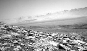 NASA: Łazik Curiosity dalej wypełnia swoją misję. Zrobił zdjęcie marsjańskiej mgły