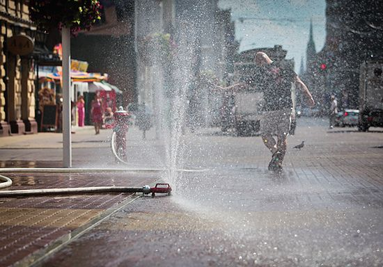 Starażacy gaszą upał w Łodzi - zdjęcia