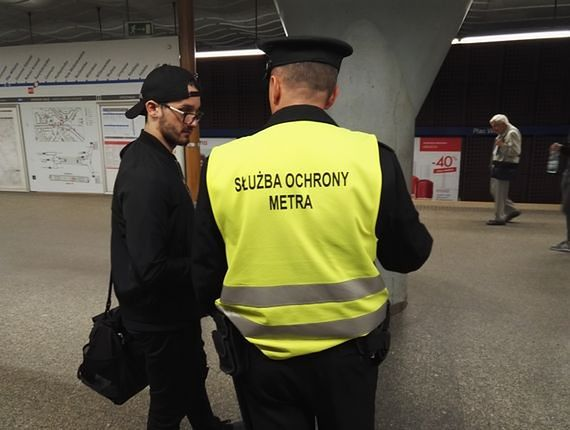 Próba samobójcza w metrze. Utrudnienia w ruchu